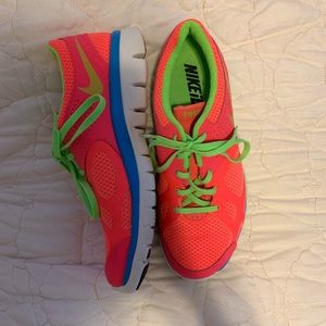 NIKE CUSTOM COLOR RUNNING SHOES